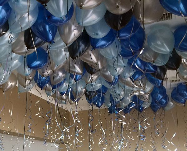 100-ceiling-balloons